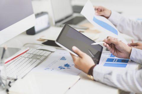 Ile firm w Polsce i UE sprzedaje online? Infografika