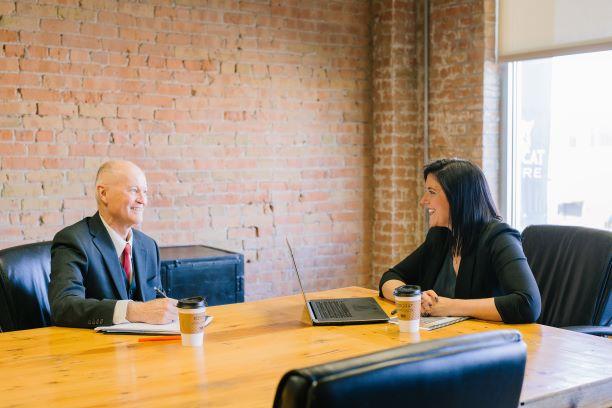 Trudne rozmowy menedżerskie. Jak mądrze rozstać się z pracownikiem?