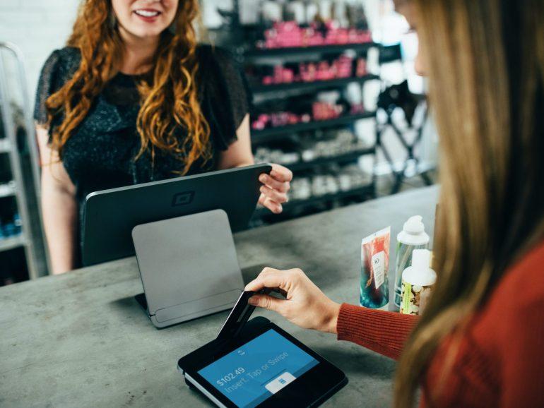Nowości w systemach płatniczych online – raport